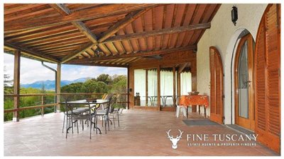 Villa-for-sale-in-Bientina--Tuscany--Italy---Terrace-2