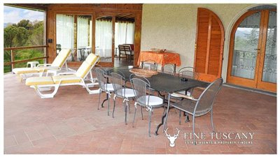 Villa-for-sale-in-Bientina--Tuscany--Italy---Terrace-3