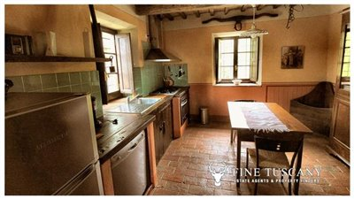 Rustic-House-for-sale-in-Garfagnana-Tuscany-Italy-19