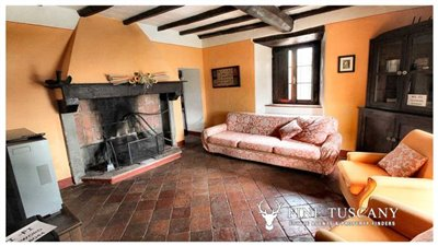 Rustic-House-for-sale-in-Garfagnana-Tuscany-Italy-21
