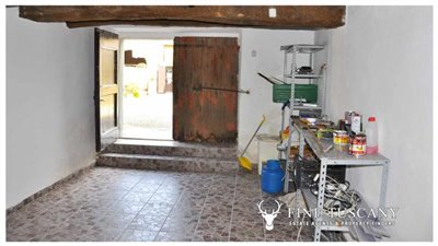 House-for-sale-in-Chiusdino-Siena-Tuscany-9