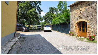 House-for-sale-in-Chiusdino-Siena-Tuscany-10