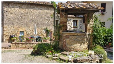 House-for-sale-in-Chiusdino-Siena-Tuscany-11