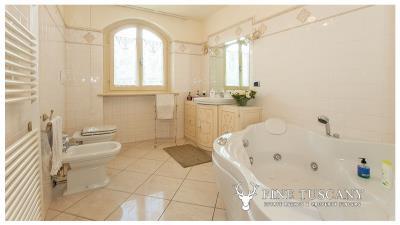 Villa-for-sale-in-Viareggio-Lucca-Tuscany-Italy-28