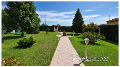 Villa-for-sale-in-Viareggio-Lucca-Tuscany-Italy-44