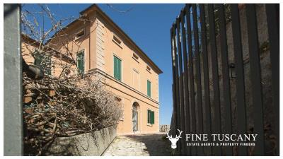 Period-villa-for-sale-in-Crespina-Lorenzana-Tuscany-1