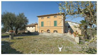 Period-villa-for-sale-in-Crespina-Lorenzana-Tuscany-4