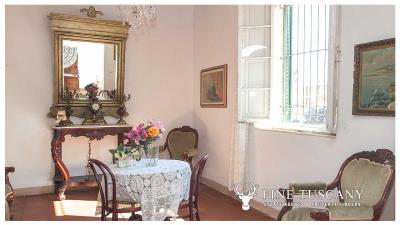 Period-villa-for-sale-in-Crespina-Lorenzana-Tuscany-10