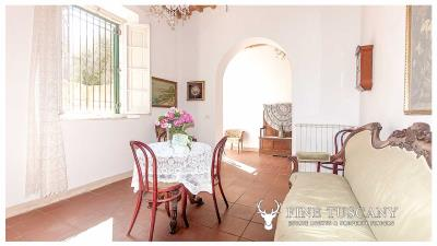 Period-villa-for-sale-in-Crespina-Lorenzana-Tuscany-13