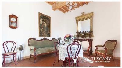 Period-villa-for-sale-in-Crespina-Lorenzana-Tuscany-11