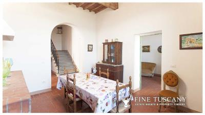 Period-villa-for-sale-in-Crespina-Lorenzana-Tuscany-17