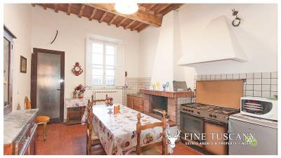 Period-villa-for-sale-in-Crespina-Lorenzana-Tuscany-14