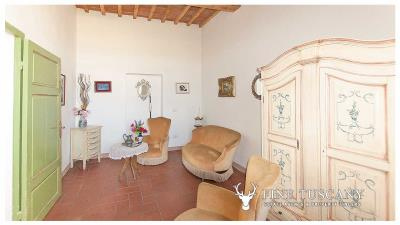 Period-villa-for-sale-in-Crespina-Lorenzana-Tuscany-20