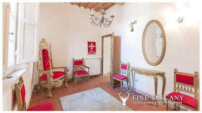 Period-villa-for-sale-in-Crespina-Lorenzana-Tuscany-24