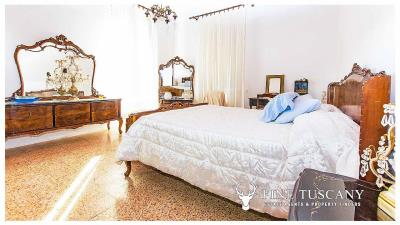 Period-villa-for-sale-in-Crespina-Lorenzana-Tuscany-27