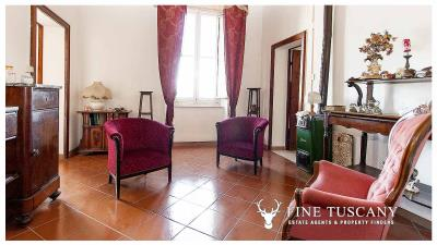 Period-villa-for-sale-in-Crespina-Lorenzana-Tuscany-28