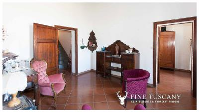 Period-villa-for-sale-in-Crespina-Lorenzana-Tuscany-30
