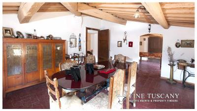 Period-villa-for-sale-in-Crespina-Lorenzana-Tuscany-43