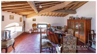 Period-villa-for-sale-in-Crespina-Lorenzana-Tuscany-44
