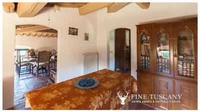 Period-villa-for-sale-in-Crespina-Lorenzana-Tuscany-46