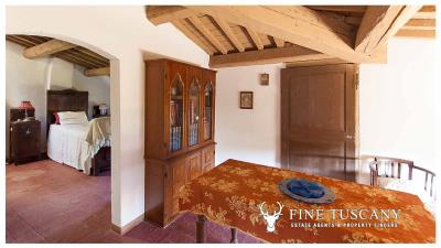 Period-villa-for-sale-in-Crespina-Lorenzana-Tuscany-45