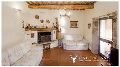 Country-house-for-sale-in-Canneto--Monteverdi-Marittimo--Tuscany-7
