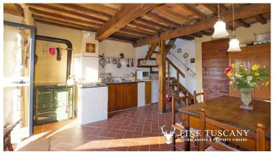 Country-house-for-sale-in-Canneto--Monteverdi-Marittimo--Tuscany-12