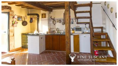 Country-house-for-sale-in-Canneto--Monteverdi-Marittimo--Tuscany-13