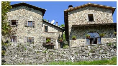 3-Stone-Houses-with-pool-in-Molazzana-Lucca-Tuscany-5