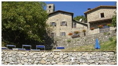 3-Stone-Houses-with-pool-in-Molazzana-Lucca-Tuscany-6