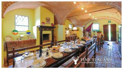 Property-with-pool-and-land-for-sale-in-Monteroni-d-Arbia--Chianti--Siena--Tuscany--Italy-10