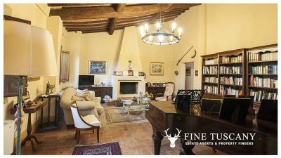 Property-with-pool-and-land-for-sale-in-Monteroni-d-Arbia--Chianti--Siena--Tuscany--Italy-15