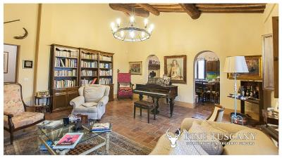 Property-with-pool-and-land-for-sale-in-Monteroni-d-Arbia--Chianti--Siena--Tuscany--Italy-19