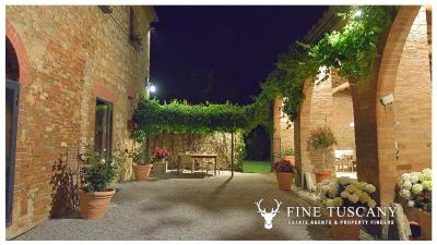 Property-with-pool-and-land-for-sale-in-Monteroni-d-Arbia--Chianti--Siena--Tuscany--Italy-47