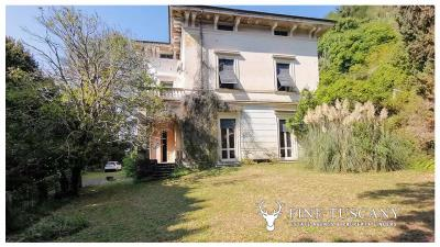 Period-Villa-with-Outbuilding-for-sale-in-Bagni-di-Lucca--Tuscany--Italy-8