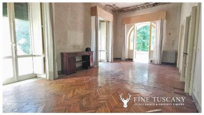 Period-Villa-with-Outbuilding-for-sale-in-Bagni-di-Lucca--Tuscany--Italy-11