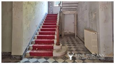 Period-Villa-with-Outbuilding-for-sale-in-Bagni-di-Lucca--Tuscany--Italy-12