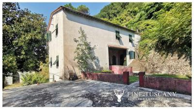 Period-Villa-with-Outbuilding-for-sale-in-Bagni-di-Lucca--Tuscany--Italy-15