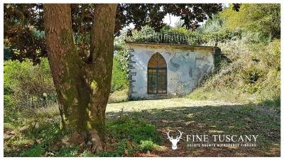 Period-Villa-with-Outbuilding-for-sale-in-Bagni-di-Lucca--Tuscany--Italy-20