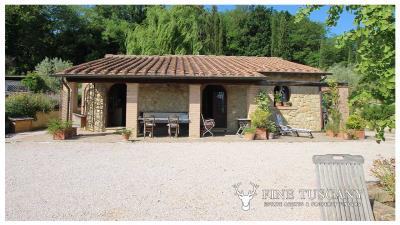 Fully-detached-stone-house-for-sale-in-Volterra-Pisa-Tuscany-Italy-7