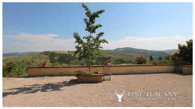 Fully-detached-stone-house-for-sale-in-Volterra-Pisa-Tuscany-Italy-11