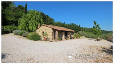 Fully-detached-stone-house-for-sale-in-Volterra-Pisa-Tuscany-Italy-12