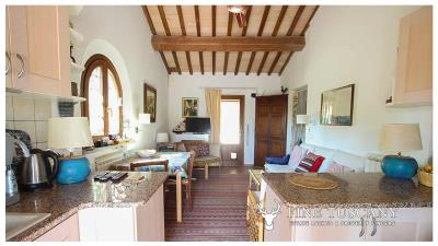 Fully-detached-stone-house-for-sale-in-Volterra-Pisa-Tuscany-Italy-14