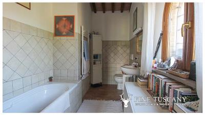 Fully-detached-stone-house-for-sale-in-Volterra-Pisa-Tuscany-Italy-23