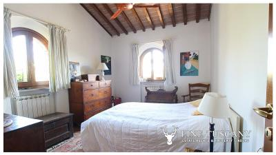 Fully-detached-stone-house-for-sale-in-Volterra-Pisa-Tuscany-Italy-22