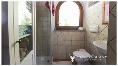 Fully-detached-stone-house-for-sale-in-Volterra-Pisa-Tuscany-Italy-24