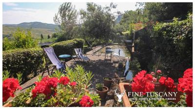 Fully-detached-stone-house-for-sale-in-Volterra-Pisa-Tuscany-Italy-30