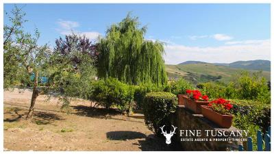 Fully-detached-stone-house-for-sale-in-Volterra-Pisa-Tuscany-Italy-32