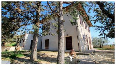 Period-villa-for-sale-in-Palaia-Pisa-Tuscany-16