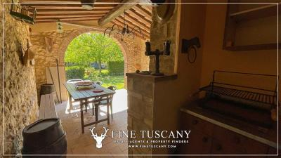 Stone-Farmhouse-with-land-for-sale-between-Siena-and-Grosseto-Tuscany-Italy-10